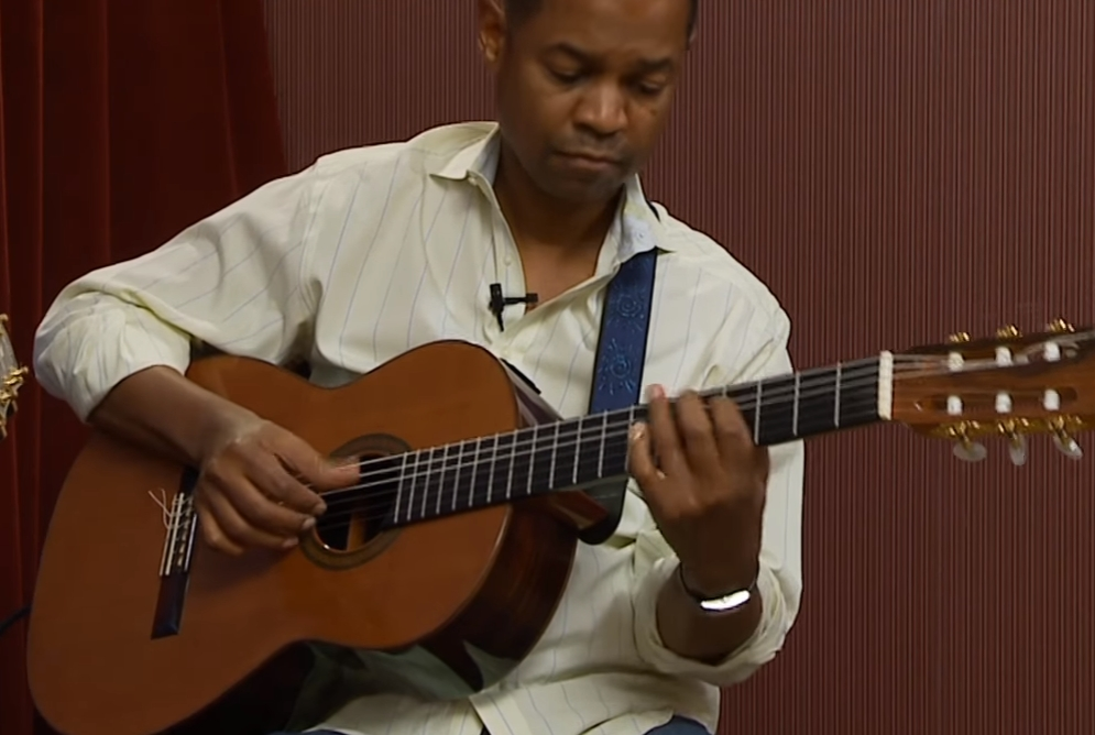 Earl Klugh – Playing Great Music on a Nylon String Guitar – Home